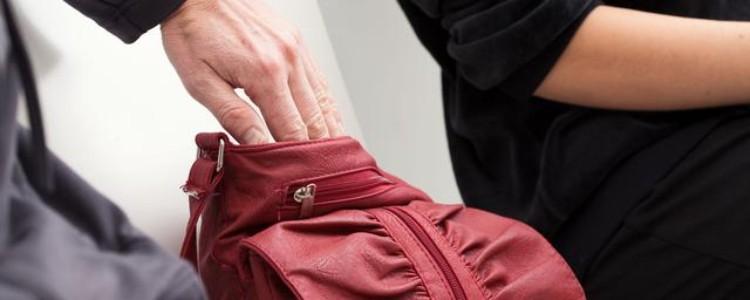 dit-zijn-de-meestgebruikte-trucs-van-zakkenrollers-in-europese-steden